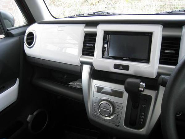 スズキ・ハスラー「G」2トーンルーフ仕様車 インテリアカラーパネルは「ピュアホワイト」