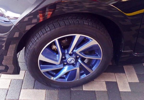 日産・リーフ「エアロスタイル」 専用17インチアルミホイール(ブルーアクセント)& 215/50R17 91Vタイヤ