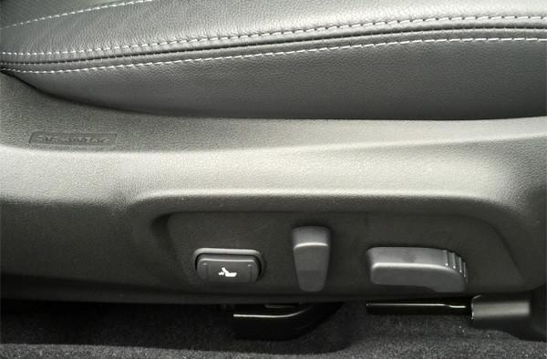 スバル・レガシィ アウトバック Limited 運転席10WAYパワーシート