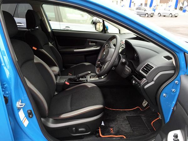 スバル・XV 運転席
