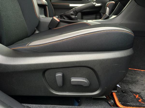 スバル・XV 2.0i-L EyeSight 運転席パワーシート