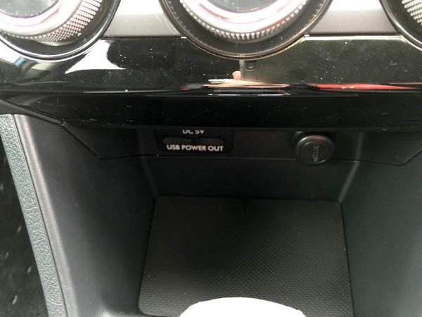 スバル・XV USB電源