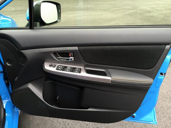 スバル・XV 運転席ドア