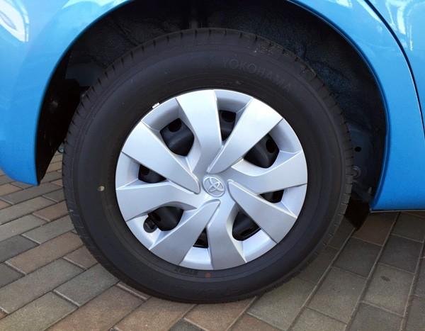 トヨタ・ヴィッツ 1.3 F Smart Style タイヤは標準モデルと変わらない