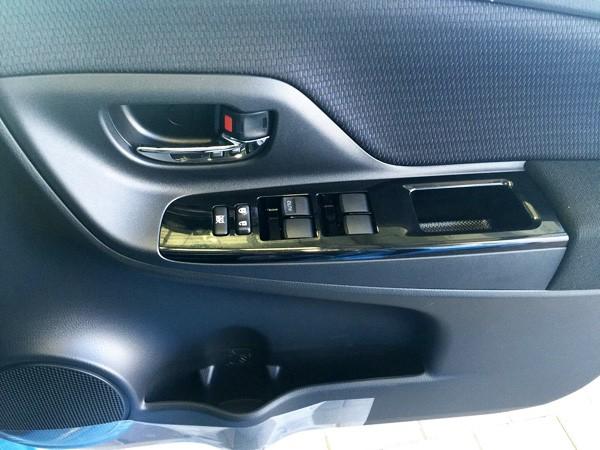 トヨタ・ヴィッツ 1.3 F Smart Style ドアハンドル