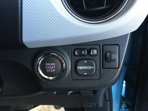 トヨタ・ヴィッツ 1.3 F Smart Style スマートエントリー&スタートシステム