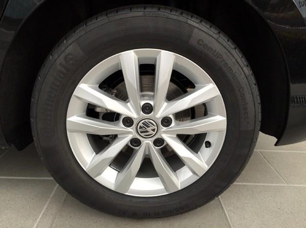 フォルクスワーゲン・ゴルフ トゥーラン TSI Comfortline(コンフォートライン) アップグレードパッケージのタイヤ&アルミホイール