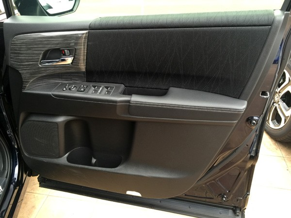 ホンダ・オデッセイ HYBRID ABSOLUTE Honda SENSING Advancedパッケージ ドア