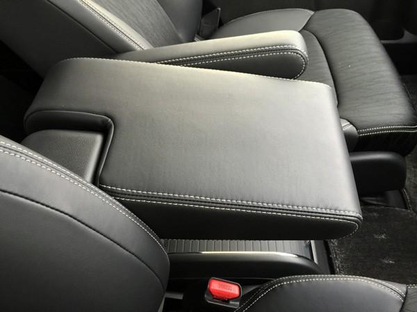 ホンダ・オデッセイ HYBRID ABSOLUTE Honda SENSING Advancedパッケージ アームレスト