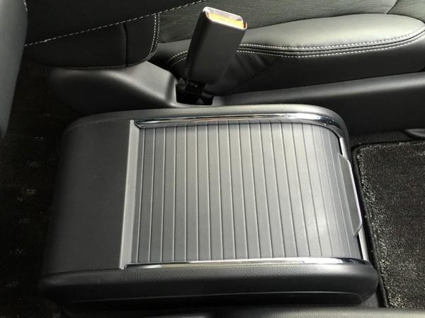 ホンダ・オデッセイ HYBRID ABSOLUTE Honda SENSING Advancedパッケージ センターコンソールボックス