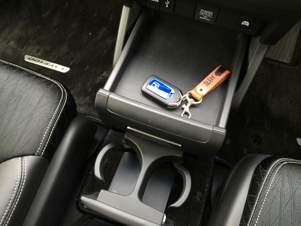 ホンダ・オデッセイ HYBRID ABSOLUTE Honda SENSING Advancedパッケージ インパネ下収納