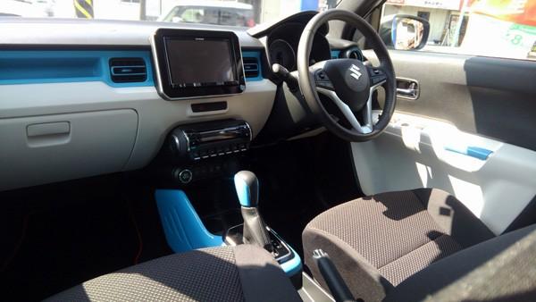 スズキ・新型イグニス  HYBRID MZ 4WD カラーアクセントパッケージ(ブルー)装着モデル