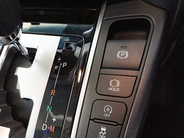 トヨタ・アルファード 2.5L S Aパッケージ  電動パーキングブレーキ「P」ボタン