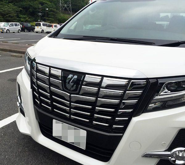 """トヨタ・アルファード S""""Aパッケージ"""" フロントグリル"""