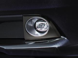 """トヨタ・エスクァイア特別仕様車 Gi""""Black-Tailored"""" フロントフォグランプベゼル(ダークメッキ)"""