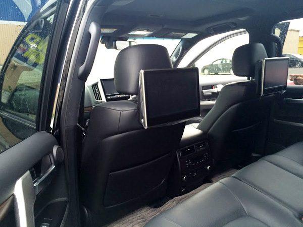 トヨタ・ランドクルーザー200 ZX 後席