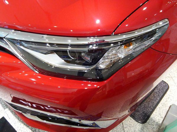 トヨタ・オーリス ハイブリッド LEDヘッドランプ+LEDクリアランスランプ+LEDイルミネーション(デイライト機能付)