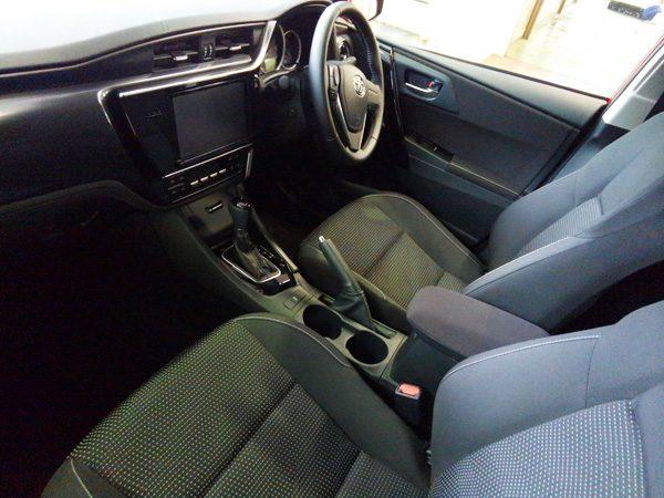トヨタ・オーリス 150X 内装色ブラック