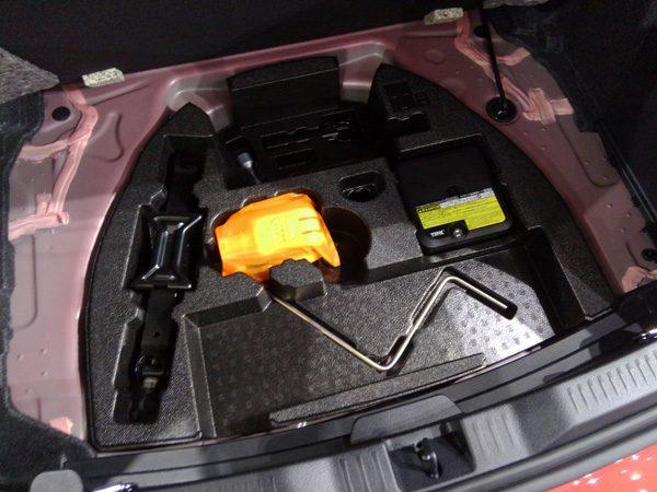 トヨタ・オーリス ラゲッジスペース 床下収納(2段目)工具入れ