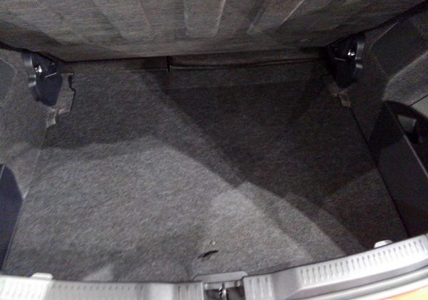 トヨタ・オーリス ラゲッジスペース 床下収納