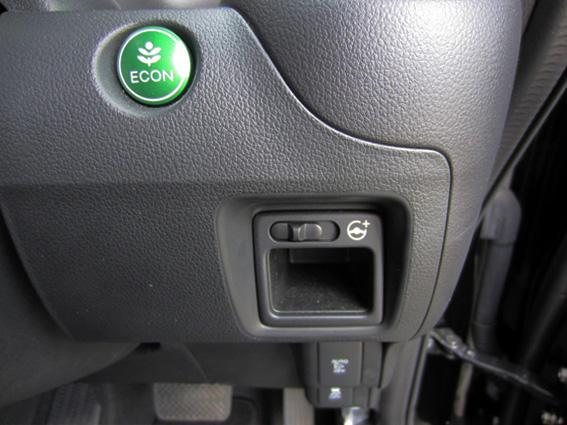 ホンダ・N-BOXスラッシュ G・Lパッケージ ECONボタンとステアリングモード切替スイッチ