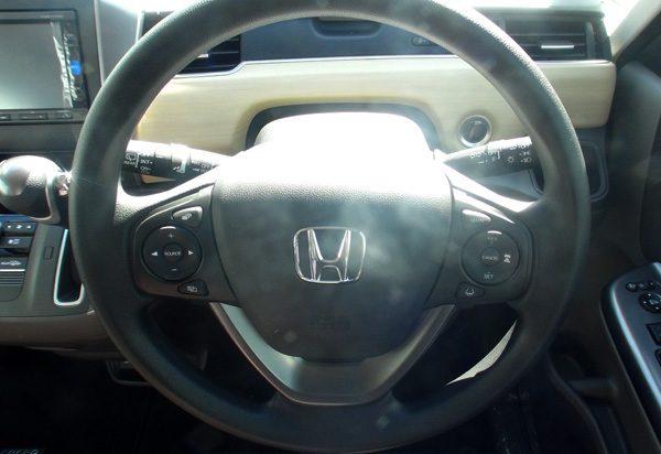 ホンダ・フリード  G Honda SENSING(ガソリン車) 標準ステアリングホイール