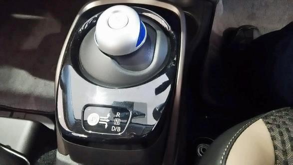 日産・ノートe-POWER X シフトレバー