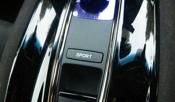 ホンダ・ヴェゼルハイブリッド RS スポーツボタン