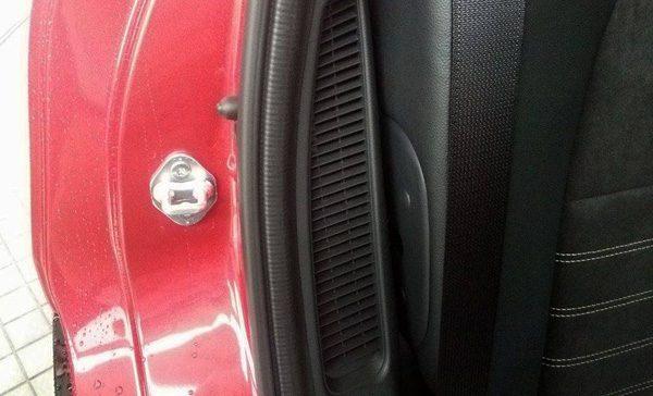 ホンダ・ヴェゼルハイブリッド RS リチウムイオン電池用空気口