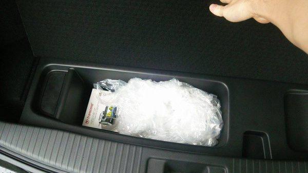 ホンダ・ヴェゼルハイブリッド RS トランク床下スぺース