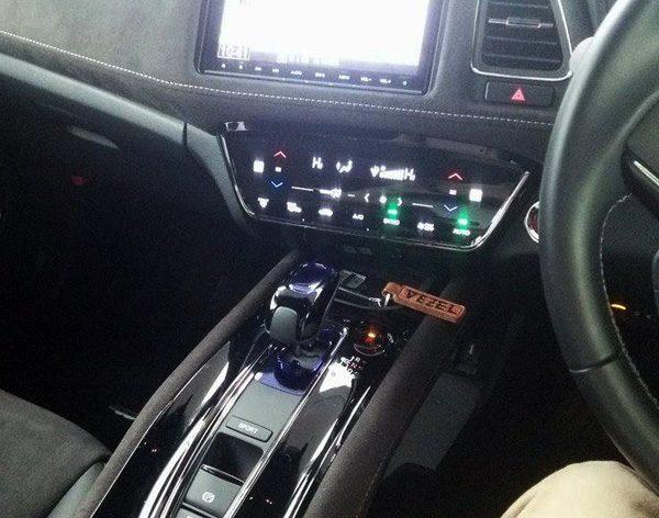 ホンダ・ヴェゼルハイブリッド RS シフトレバー