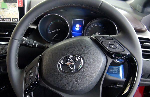 トヨタ・C-HR ハイブリッドG ステアリング