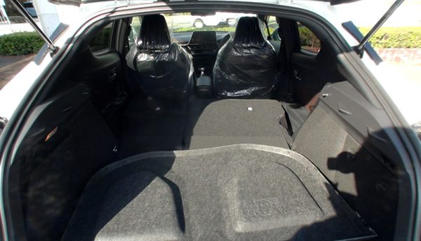 トヨタ・C-HR 荷室スペース
