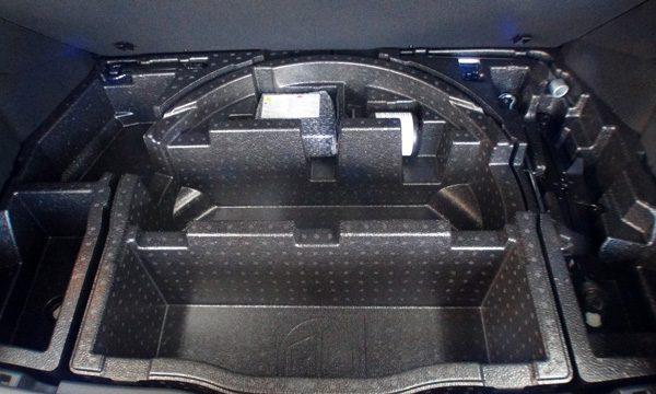 トヨタ・C-HR トランクルーム 床下収納