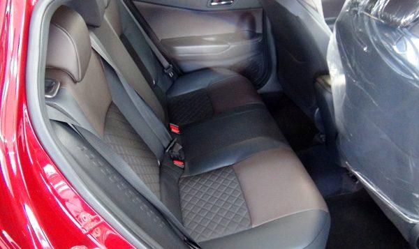 トヨタ・C-HR 後部座席