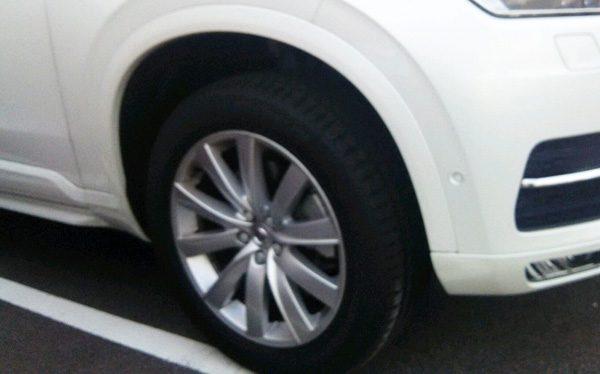 ボルボ・CX90 T5 AWD Momentum 10本スポークアルミホイール(235/55R19)