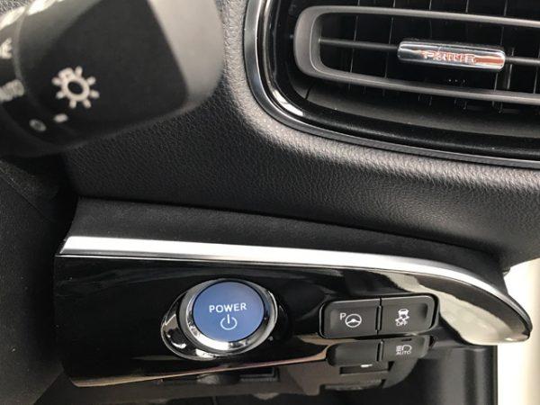プリウスPHV・エンジンスタートボタン
