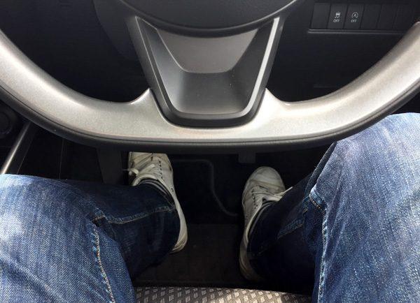 スズキ・スイフト ハイブリッドRS 運転席シート位置