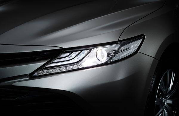 トヨタ・カムリハイブリッド・LEDヘッドライト