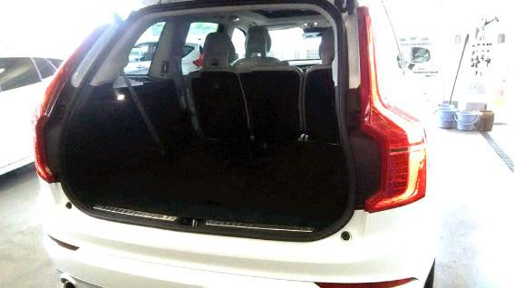 ボルボ・CX90 T5 AWD Momentum トランクルーム