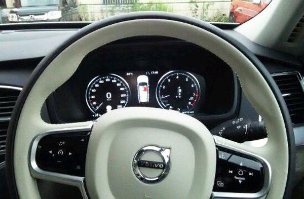 ボルボ・CX90 T5 AWD Momentum メーター