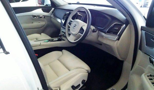 ボルボ・CX90 T5 AWD Momentum 運転席 シート