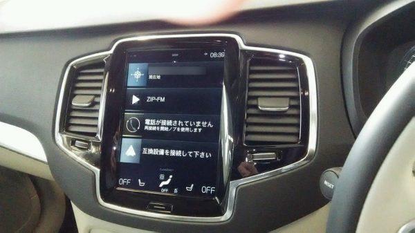 ボルボ・CX90 T5 AWD Momentum 縦型9インチディスプレイ
