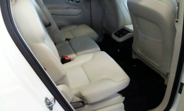 ボルボ・CX90 T5 AWD Momentum 2列目シート