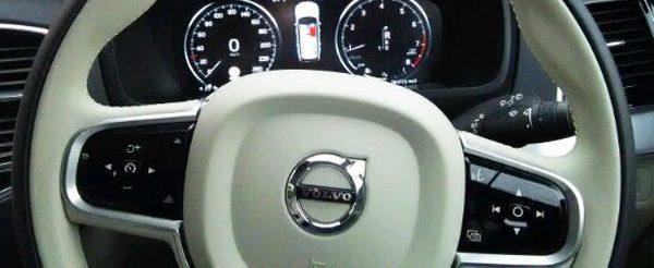ボルボ・CX90 T5 AWD Momentum ステアリング