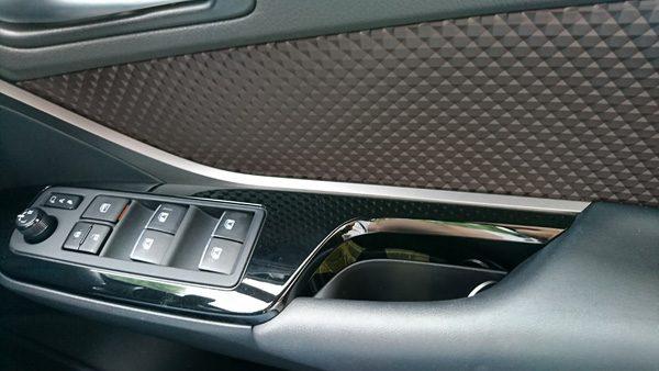 トヨタ・C-HR 運転席ドアパネル
