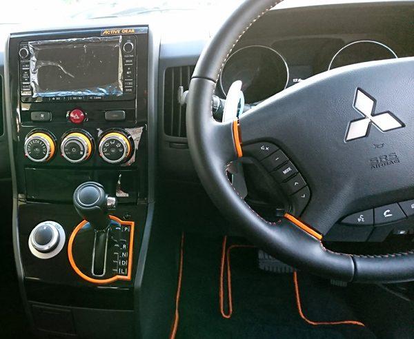 三菱・デリカD5 ACTIVE GEAR 運転席