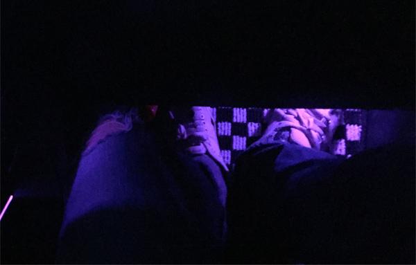 MINI Cooper D Crossover 運転席足元(夜間ライト点灯時)