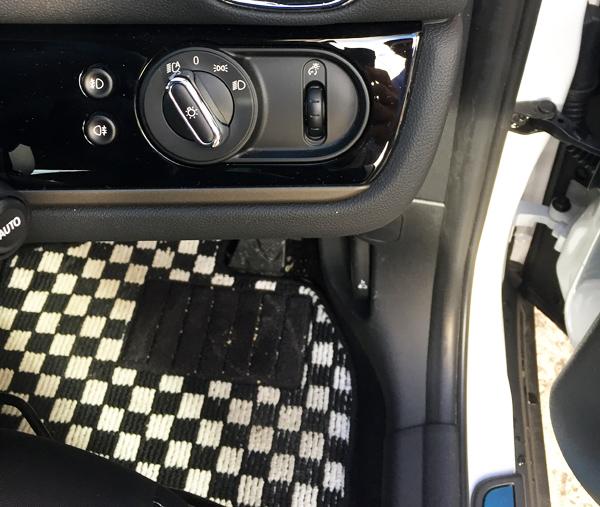 MINI Cooper D Crossover ライト調整ダイヤル