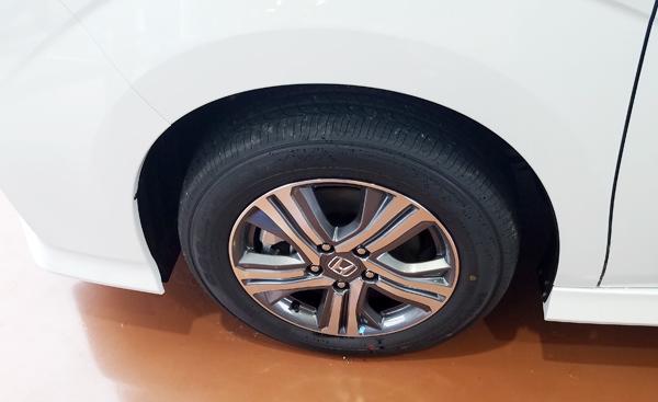 ホンダ・新型ステップワゴンハイブリッドEX タイヤ(205/60R16)
